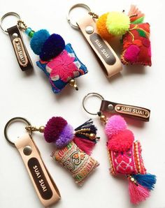 Beautiful one-of-a-kind leather keychains. Made in bright colors to light up your day! Made with leather, brass, pompom and tassels and vintage fabric pockets. They messaure about 10cm. You choose by