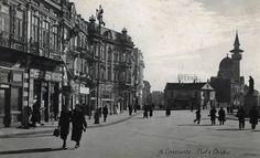 Piata Ovidiu, Constanta, 1940 Vintage Photographs, Places To Travel, Street View, Constanta Romania, Memories, Pictures, Memoirs, Souvenirs, Destinations