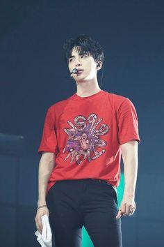Jonghyun ♥ I miss you so much. My heart is exhausted. Shinee Jonghyun, Lee Taemin, K Pop, Shinee World V, Programa Musical, Jung Hyun, Lee Jinki, Love U Forever, Kim Kibum