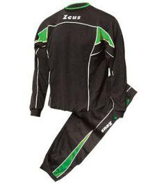 Fekete-Zöld Zeus Pucci Edzőmelegítő Szett masszív, kényelmes, kopásálló, légáteresztős, könnyen szárad, színtartó, belebújós, mely pulóverként is kitűnő választás, klasszikus, retros vonalvezetés. Teljes korosztály számára, szabadidős, otthoni tevékenységekhez is remek választás. Fekete-Zöld Zeus Pucci Edzőmelegítő Szett 8 méretben és további 7 színkombinációban érhető el.