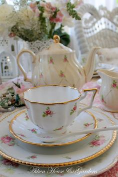 ... similar to my grandma's china pattern :)