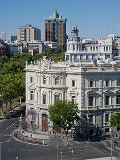 Palacio de Linares, paseo de Recoletos y Torres de Colón                                                                                                                                                     Más