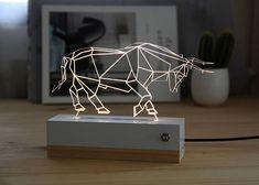 Un taureau qui une fois allumé grâce à un interrupteur et une alimentation usb, vous fera une lumière redessinant les contours de lanimal pour créer un effet optique 2d 3d. Pour les petits et grands, idéale pour les enfants qui naiment pas sendormir dans le noir et pour les
