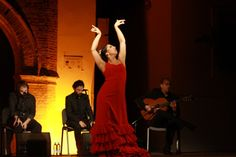 """Durante una semana, el Festival Al Gurugú en Arahal (Sevilla) recuerda con flamenco la memoria de Pastora Pavón """"La Niña de los Peines"""" / For a week, the Festival Al Gurugú in Arahal (Seville) remembers to Pastora Pavón, """"La Niña de los Peines"""" (the girl of the combs), with the best flamenco"""