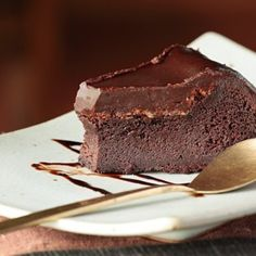 Learn how to prepare Simple Chocolate Cake with Few Ingredients. Melt the chocolate and butter in a deep container . Flourless Chocolate Cakes, Chocolate Desserts, Chocolate Fudge, Food Cakes, Sugar Cravings, Food Cravings, Chocolates, Diabetic Cake Recipes, Sugar Free Sweets