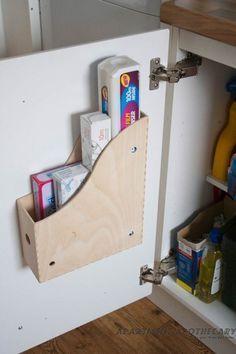 Le range-revue Knuff fonctionne très bien pour ranger le papier aluminium et le film cellophane. | 34 manières intelligentes d'organiser sa vie entière avec IKEA