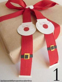 The Art of Giving - Gift wrapping with brown Kraft paper. Christmas Gift Wrapping, Christmas Tag, Christmas Ornaments, Creative Gift Wrapping, Wrapping Ideas, Gift Wraping, Xmas Decorations, Homemade Gifts, Holiday Crafts