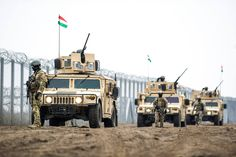 Hungarian Defence Forces soldiers at with HMMWV. Military Special Forces, Defence Force, Army Vehicles, Military Photos, Army Soldier, Modern Warfare, Tactical Gear, Armed Forces, Hungary