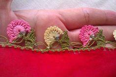 TIĞ İŞLERİ ÖRGÜLER: YENİ YEMENİ YAZMA TÜLBENT OYA ÖRNEKLERİ Elsa, Crochet, Lace, Floral, Flowers, Knits, Crochet Crop Top, Florals, Florals