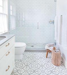 Banheiro clean, moderno, com metro white