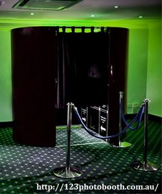Hire photobooth in melbourne to take pictures an easy way.