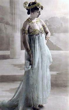 16-11-11  Postcard of Mata Hari in Paris. 1906