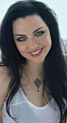 Tv Girls, Girls In Love, Amy Lee Evanescence, Smoking Ladies, Metal Girl, Female Singers, Dark Hair, Country Girls, Role Models