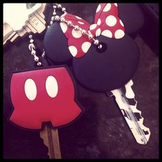 how cute are these keys? mickey minnie custom keys