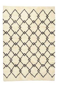 Tapis à poils longs: Grand tapis à motif avec chaîne et poil en coton mélangé enrichi d'une touche de laine. La perte de poils est normale pour les produits en laine, mais elle diminue avec le temps.