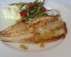 Pescado al ajillo con puré de patatas y verduras salteadas. Ver la receta http://www.mis-recetas.org/recetas/show/43715-pescado-al-ajillo-con-pure-de-patatas-y-verduras-salteadas