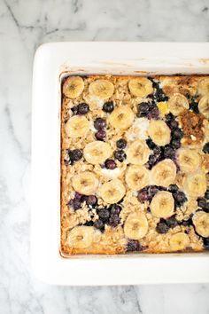 Un petit déjeuner qui fait changement, un gâteau déjeuner à la banane, aux bleuets et à l'avoine. Faites changement, faites différent et commencer la journée en vous faisant plaisir. Encore tout chaud à sa sortie du four...Miam Ingrédients Se
