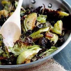 Caramelized roasted brussels sprouts with bacon is an easy brussel sprouts recipe you'll love! Brussels sprouts + bacon are the perfect side dish combo! Roasted Brussel Sprouts Bacon, Sprouts With Bacon, Sprout Recipes, Thanksgiving Side Dishes, Latest Recipe, Stuffed Peppers, Side Dishes Easy, Main Dishes, Chorizo Rice