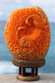 If you want to bring your creative fruits and veggie art to the next level, get inspired by this amazing carved food art from the best kitchen artists worldwide. L'art Du Fruit, Fruit Art, Fruit Cakes, Veggie Art, Fruit And Vegetable Carving, Veggie Food, Food Carving, Pumpkin Carving, Photo Fruit