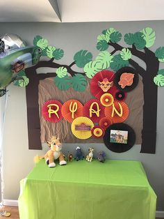 Welcome your guests into the Pride Lands with this wildly awesome birthday decor! Beautiful for birthday parties, smash cake photo shoots or any other occasion! Backdrop Includes: - 2 Large Rosettes 14 inches (diameter) - 2 Medium Rosette 9 inches (diameter) - 4 Small Rosette