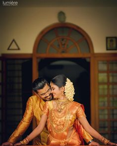 Check more than 61 heart-melting couple hugs & kisses images to draw some inspiration for your wedding photoshoot. These hugs & kisses images of the couple can inspire you for your wedding shoot ideas. Pre Wedding Poses, Pre Wedding Photoshoot, Wedding Pics, Wedding Shoot, Wedding Couples, Wedding Images, Tamil Wedding, Budget Wedding, Wedding Ceremony
