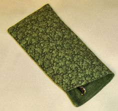 Free Pattern and Directions to Sew an Eye Glass Case. My dad needs one that holds two. Add extra pouch on other side.