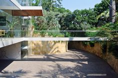 Gallery of Vertical House / Miró Rivera Architects - 10