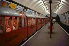 1938 Tube Stock at Clapham Common London UK London Underground Train, London Underground Stations, Vintage London, Old London, East End London, South London, Tube Train, London Overground, Clapham Common