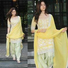 Designer Kurtis, Indian Designer Suits, Designer Dresses, Party Wear Indian Dresses, Dress Indian Style, Pakistani Dresses, Casual Indian Fashion, Indian Fashion Dresses, Indian Outfits