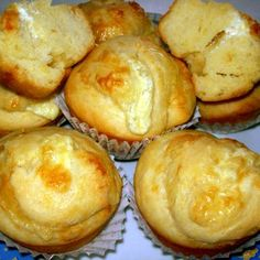Egy finom Sajtos tekert muffin ebédre vagy vacsorára? Sajtos tekert muffin Receptek a Mindmegette.hu Recept gyűjteményében! Breakfast Recipes, Dinner Recipes, Dessert Recipes, Desserts, Cheesecake Pops, Yummy Mummy, Small Cake, Love Food, Keto Recipes