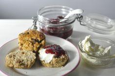 Met deze volkoren scones verras je iedereen bij het ontbijt. Maar als je ze liever bij een high tea serveert, is dat natuurlijk ook een prima plan [...]