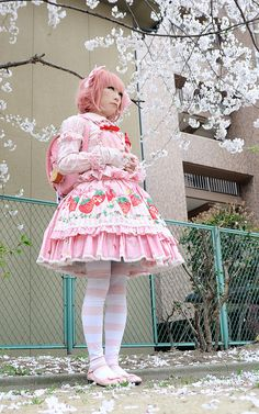 Here's an awesome idea. Don't have enough of awesome print fabric? Make an apron or pinafore and place it over a plain fabric dress in the basic lolita form.