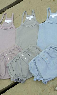 CAMISETA Y POLO BEBE NIÑA. Camiseta y polo de bebe niña básico, disponible en talla 6-12-18 meses. Se confecciona en malva, azul y arena.