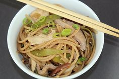 Healthy Chicken Lo Mein Recipe - I could cut the calories even more by using shirataki noodles