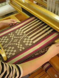 This sure makes me want to try some Rep Weaving again