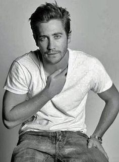 Jake Gyllenhaal. <3 what i would do just to meet this man!