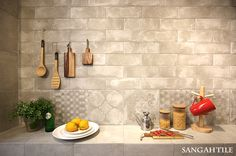 Tile-Sangah's - LE CRETE #tile #tiles #sangahtile #interior #design #space #kitchen #cutting board #perrier #natural #lemon #상아타일 #타일 #주방 #빵도마 #내추럴 #인테리어 #패턴타일 #북유럽 상아전시장에 시공된 LE CRETE ♥ 자연스러운 패턴무늬와 따뜻한 분위기를 자랑하는 주방.