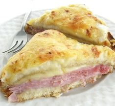 The Croque Monsieur: Jambon de Paris and Gruyère, with a creamy béchamel sauce on top. I'll change ham for roast veggies or mushrooms :-) Breakfast And Brunch, I Love Food, Good Food, Yummy Food, Grilled Ham And Cheese, Great Recipes, Favorite Recipes, Soup And Sandwich, Wrap Sandwiches