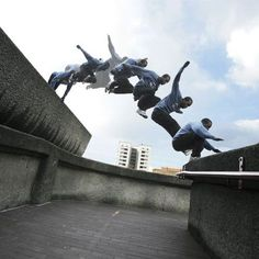 The term freerunning is sometimes used interchangeably with parkour. While freerunning is more to do with expressing yourself within your environment, parkour is aiming to get from A to B the fastest. Hang Ten, Parkour For Beginners, Action Posen, Nike Free 3.0, Blog Art, Art Of Manliness, Dynamic Poses, Dynamic Action, Animation Reference