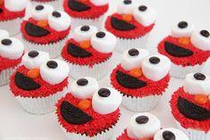 Elmo cupcakes with marshmallows, reese's pieces and oreos.