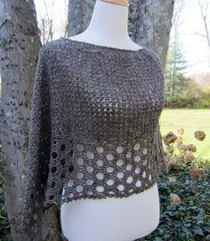 Crochet Shawl Kelley's Ponchito - free crochet poncho pattern by Julie Blagojevich. Crochet Scarves, Crochet Shawl, Crochet Clothes, Crochet Stitches, Crochet Sweaters, Shawl Patterns, Knitted Shawls, Double Knitting Patterns, Double Crochet