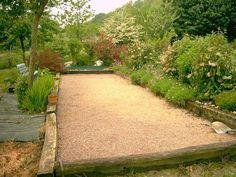 Create a petanque court - Thomas Sograma Backyard Games, Backyard Projects, Garden Projects, Backyard Landscaping, Back Gardens, Outdoor Gardens, Bocce Ball Court, Gazebos, Landscape Design Plans