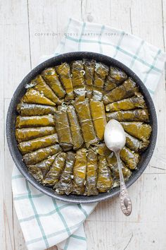 Involtini di foglie di vite ripieni di riso tipici della cucina Greca e dell'area mediorientale.