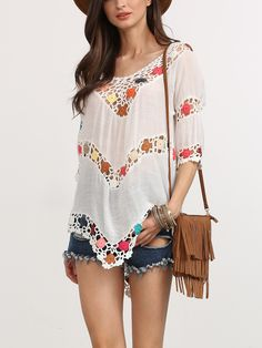 White Hollow Out Crochet Insert Blouse. White Beach V Neck Half Sleeve Polyester Sheer Fabric has no stretch Summer Blouses., blusabordada, bordados, bordado, guipur, bordadas, bordada, embroidered, crochet, broderie. Blusa bordada  de mujer color blanco de SheIn.