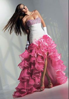Shop classic ball gowns and ball gown prom dresses at PromGirl. Ballroom gowns, long formal dresses, designer prom ball gowns, plus-sized ball gowns, and ball gown dresses. High Low Prom Dresses, Cute Prom Dresses, Homecoming Dresses, Pretty Dresses, Bridesmaid Dresses, Long Dresses, Beautiful Dresses, Prom Gowns, Dresses Dresses