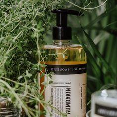 """Ren Lykke on Instagram: """"Humdakin ønsker å være en del av hjemmet ditt, bidra til bedre hygiene og gjøre rengjøringen enklere, hyggeligere og velduftende🌱…"""" Salvia, Soap, Cleaning, Bottle, Simple, Sage, Flask, Home Cleaning, Bar Soap"""