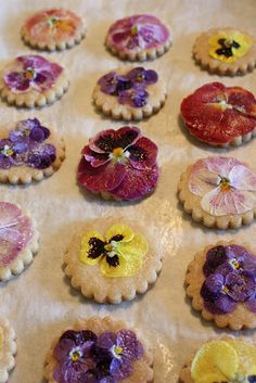 Sugar cookies with real pansies!