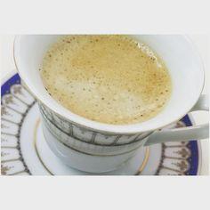 Um café por favor com amor  #cafe #bica #coffee #coffeetime #coffeelover #afterlunch #delta by dailysh_by_me