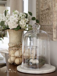 Looking for some ideas for Easter decorating? Try our simple but festive ideas for Easter decor and bring a bit of the season into your home!Easter Decorating in the Kitchen - Simple Ideas for Easter Decor Cute Dorm Rooms, Cool Rooms, Farmhouse Side Table, Farmhouse Decor, French Farmhouse, French Country, Oster Dekor, Cloche Decor, Seasonal Decor