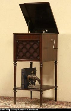 Edison Phonograph Record Player 1915, Also Plays Victor